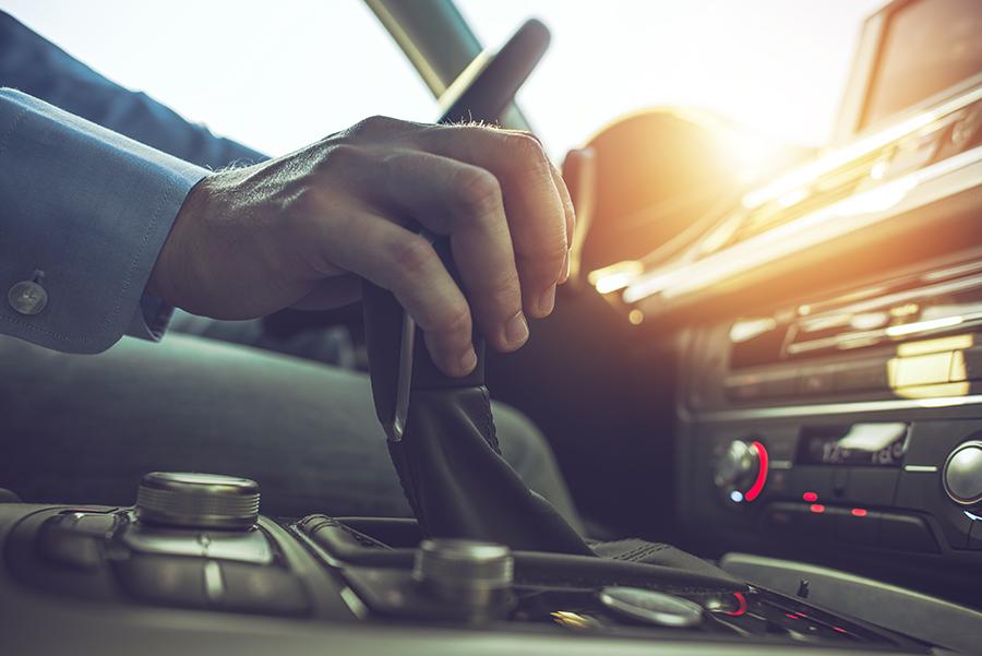 Malos hábitos de conducción que pueden dañar nuestro vehículo